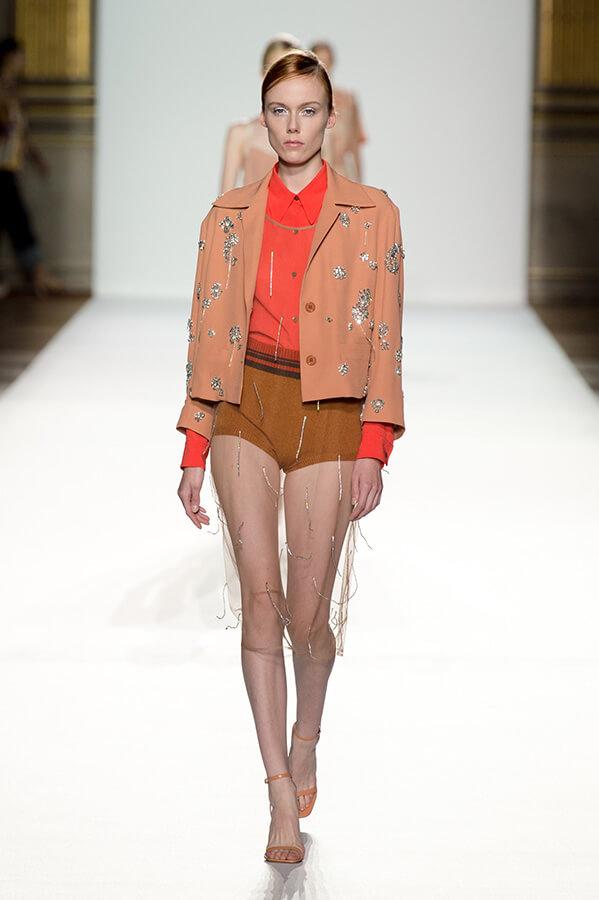 Bestickte Jacke zu Shorts (Foto: DvN)