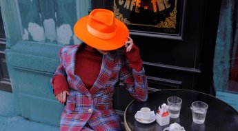 Elegante Flaneurinnen tragen jetzt NAVRO, Bild: Navro