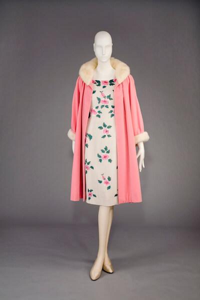 Mit dem Abendensemble aus Kleid und Samtmantel gewann Richter 1957 einen wichtigen Modepreis in Venedig (© Staatliche Museen zu Berlin, Kunstgewerbemuseum, Fotostudio Bartsch/Berlin)