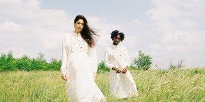 Bestickte Folklore-Kleider für den Sommer
